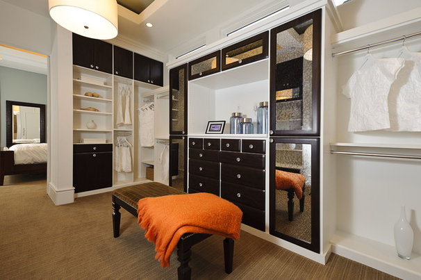 Contemporary Closet by PPDS