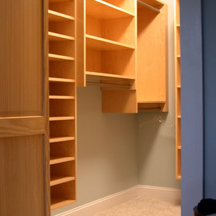 Inspiration for a modern storage and wardrobe in Richmond.