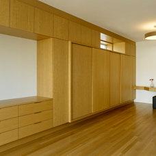 Modern Closet by Vertu Architecture + Design