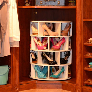 ニューヨークのトラディショナルスタイルのおしゃれな収納・クローゼットの写真