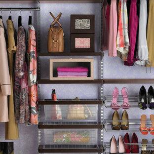 Diseño de vestidor de mujer, clásico, grande, con armarios abiertos
