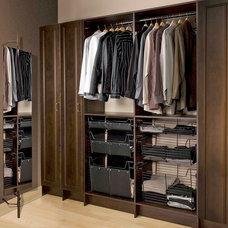 Modern Closet by Tailored Living of Toronto