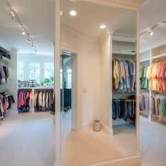 traditional closet by Solaris Inc.