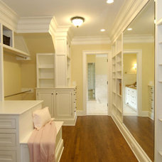Traditional Closet by SOUTHPORT CONSTRUCTION