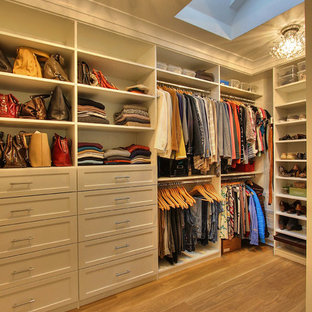 Example of a transitional closet design in San Francisco