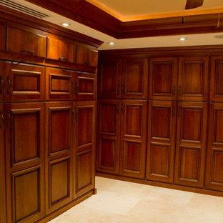 Idee per armadi e cabine armadio tradizionali con ante in legno bruno