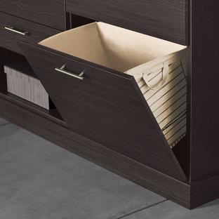 Foto di una cabina armadio unisex design con ante lisce, ante in legno bruno e pavimento in cemento