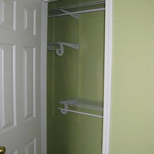 Imagen de armario y vestidor unisex, contemporáneo, pequeño