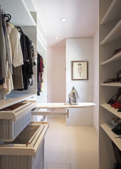 コンテンポラリー クローゼット by Lisa Adams, LA Closet Design
