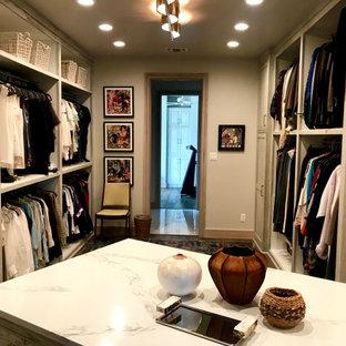 Foto de armario vestidor unisex y madera, tradicional renovado, extra grande, con armarios con paneles empotrados, puertas de armario de madera clara, suelo de madera en tonos medios y suelo gris