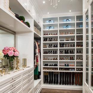 Foto de vestidor clásico con puertas de armario blancas y suelo de madera oscura