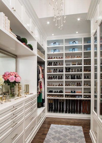 Klassisk Opbevaring & garderobe by Lisa Adams, LA Closet Design