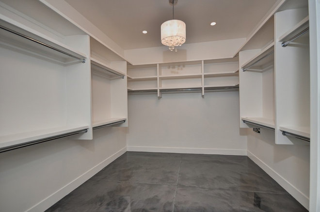 Modern Closet by Tradewinds General Contracting, Inc.