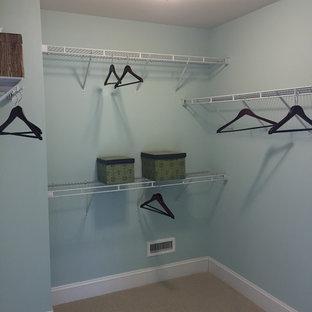 Ejemplo de armario vestidor costero con moqueta