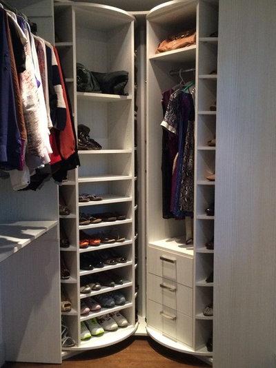 Modern Wardrobe by AmeriCabinets Express, Inc.