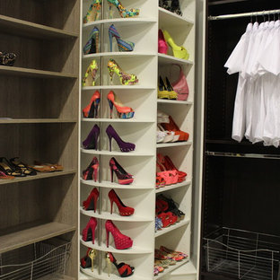Minimalist closet photo in Miami