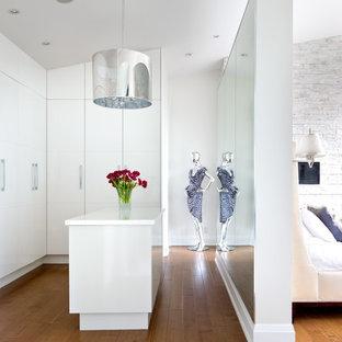 Inredning av ett modernt omklädningsrum