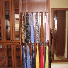 Traditional  by Rylex Custom Cabinetry and Closets