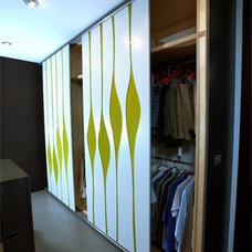 Modern Closet by Mesh Architecture and Fabrication