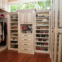 traditional closet by Cabinetscapes, LLC.