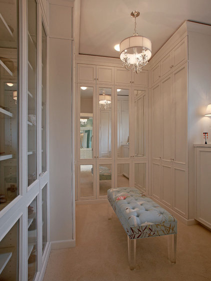 traditional closet by Javic Homes