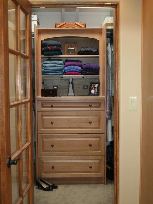armoires et dressings sud ouest am ricain avec des portes de placard en bois clair photos et. Black Bedroom Furniture Sets. Home Design Ideas