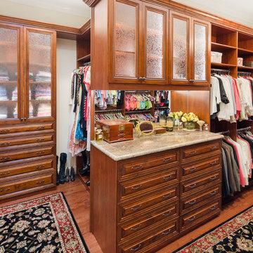 Traditional Woodgrain Ladies Dressing Room