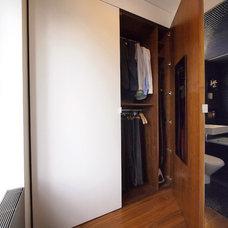 Modern Closet by Studio Garneau