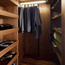 Modern Closet by Architecture Workshop PC