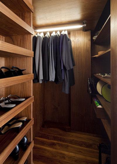 Modern Wardrobe by Architecture Workshop PC