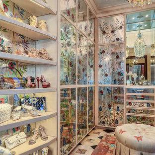Foto de armario vestidor unisex, mediterráneo, extra grande, con armarios tipo vitrina, puertas de armario con efecto envejecido, moqueta y suelo beige