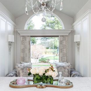 Idéer för att renovera ett stort vintage walk-in-closet för kvinnor, med luckor med infälld panel, vita skåp, marmorgolv och vitt golv