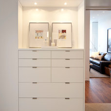 Modern Closet by ALTUS Architecture + Design