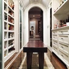 Traditional Closet by Zangara + Partners