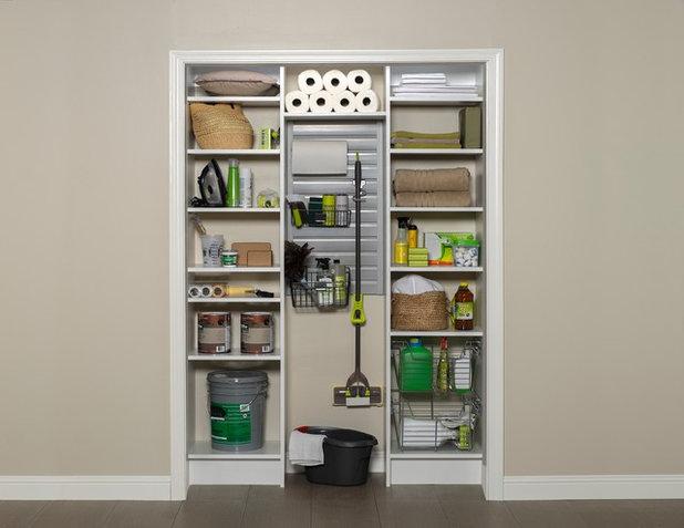 コンテンポラリー クローゼット by Arizona Garage & Closet Design