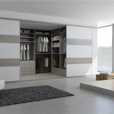 Closet by Comercial LYR