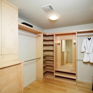 Etonnant Minimalist Walk In Closet Photo In Los Angeles