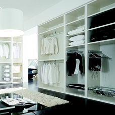 Contemporary Closet by tarek elsallab company