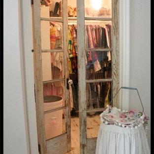 Immagine di armadi e cabine armadio stile shabby