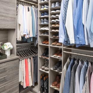 Diseño de armario y vestidor unisex, actual, pequeño, con suelo blanco