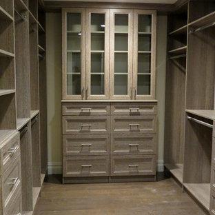 Ejemplo de armario y vestidor moderno grande