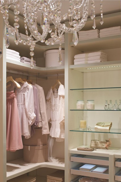 """Traditional Closet Walk in closet from """"CABINET"""", Germany"""