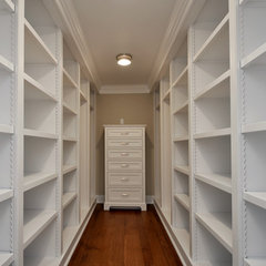 traditional closet by Scandic Builders, Inc.