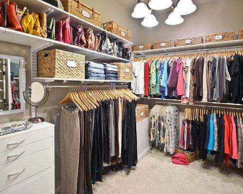 Elegant carpeted closet photo in Cincinnati