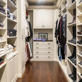 Idéer för att renovera ett vintage walk-in-closet, med luckor med upphöjd panel och vita skåp