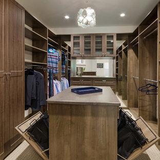 Ispirazione per una cabina armadio classica con ante con riquadro incassato e ante in legno scuro