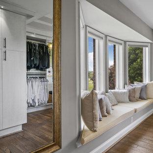 Walk-in closet with bay window