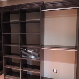 Foto de armario vestidor unisex, tradicional, grande, con armarios con paneles con relieve y puertas de armario marrones
