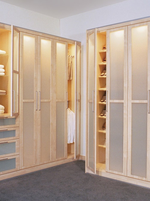 5 Scandinavian Closet with Glass-Front Cabinets Design Ideas & Remodel Pictures | Houzz