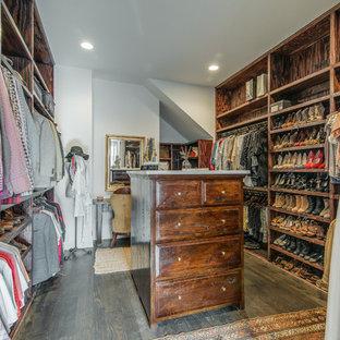 Inspiration för rustika walk-in-closets